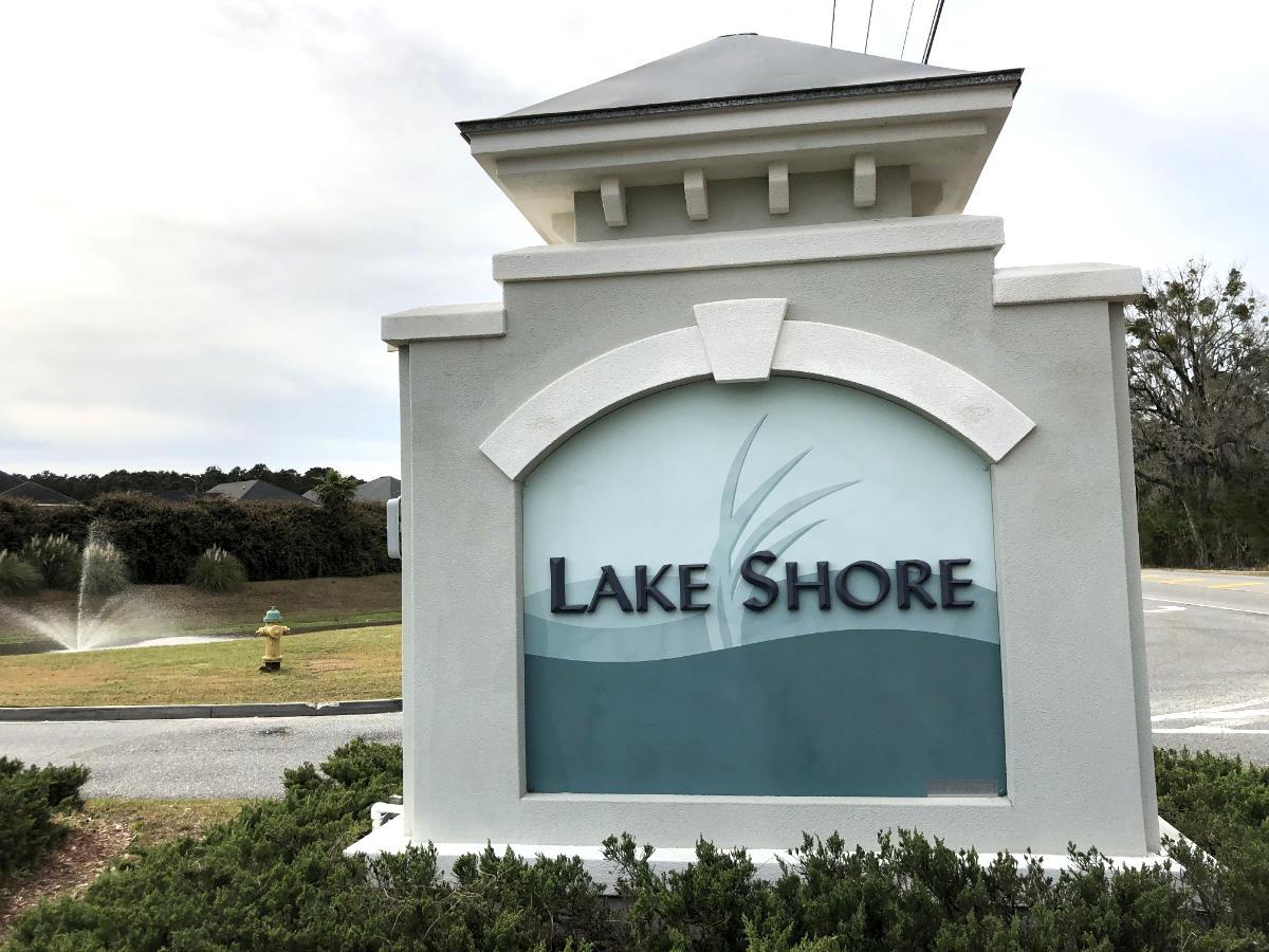 Main Entrance to Lake Shore